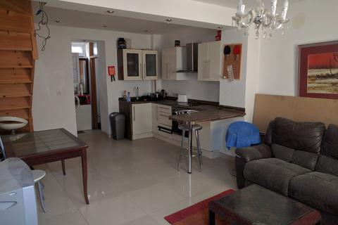 2 bedroom end of terrace house to rent - Clifton Row, City Centre, Swansea