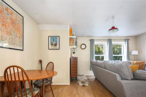 1 bedroom flat for sale - Victoria Park Court, 130 Well Street, London, E9