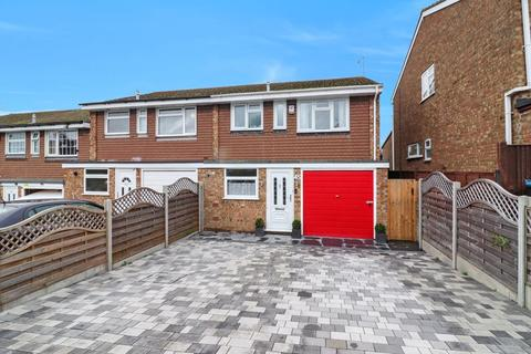 3 bedroom end of terrace house - Crabtree Lane, Hemel Hempstead