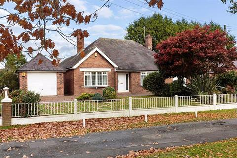 2 bedroom detached bungalow for sale - Old School Lane, Hankelow