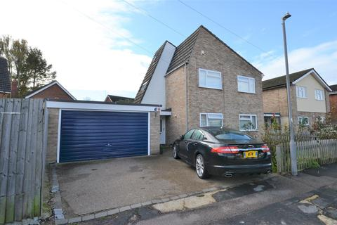 4 bedroom detached house - Madeley Road, Aylesbury