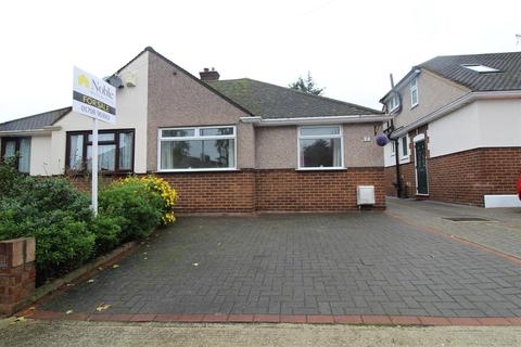 2 bedroom semi-detached bungalow for sale - Rossall Close, Hornchurch