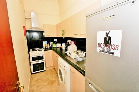 3 bedroom apartment to rent - Hyde Park Road, Hyde Park, Leeds, LS6 1AH
