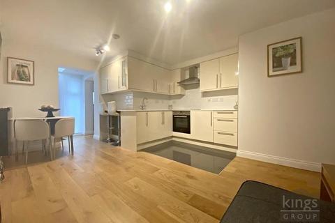 2 bedroom maisonette for sale - London Road, Enfield