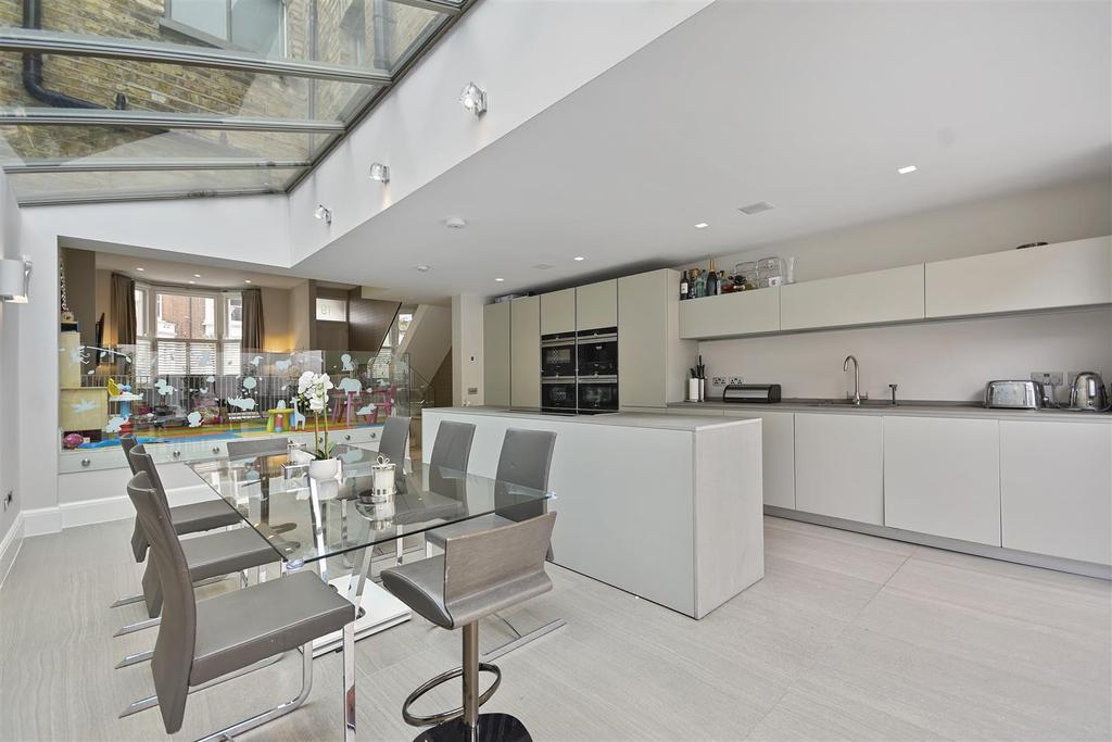 Wolverton Gardens   Kitchen.JPG