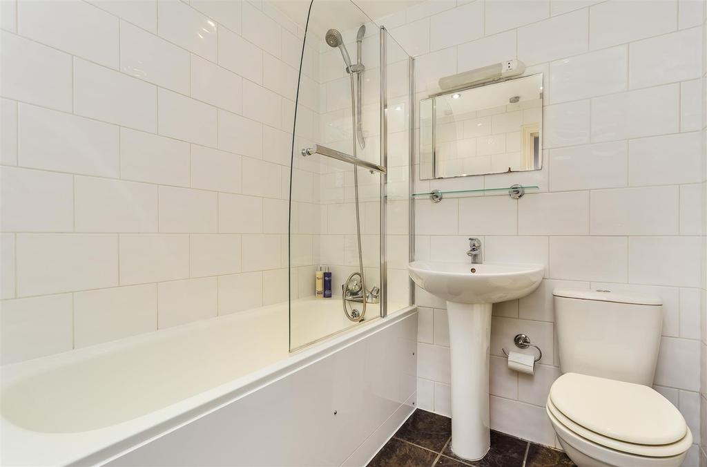 Lettings Hammersmith Sinclair Road   Bathroom.jpg