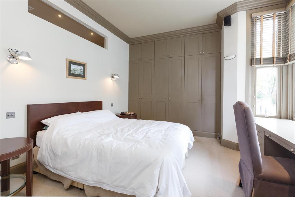 Lettings Hammersmith Edith Road  Bedroom (2).jpg