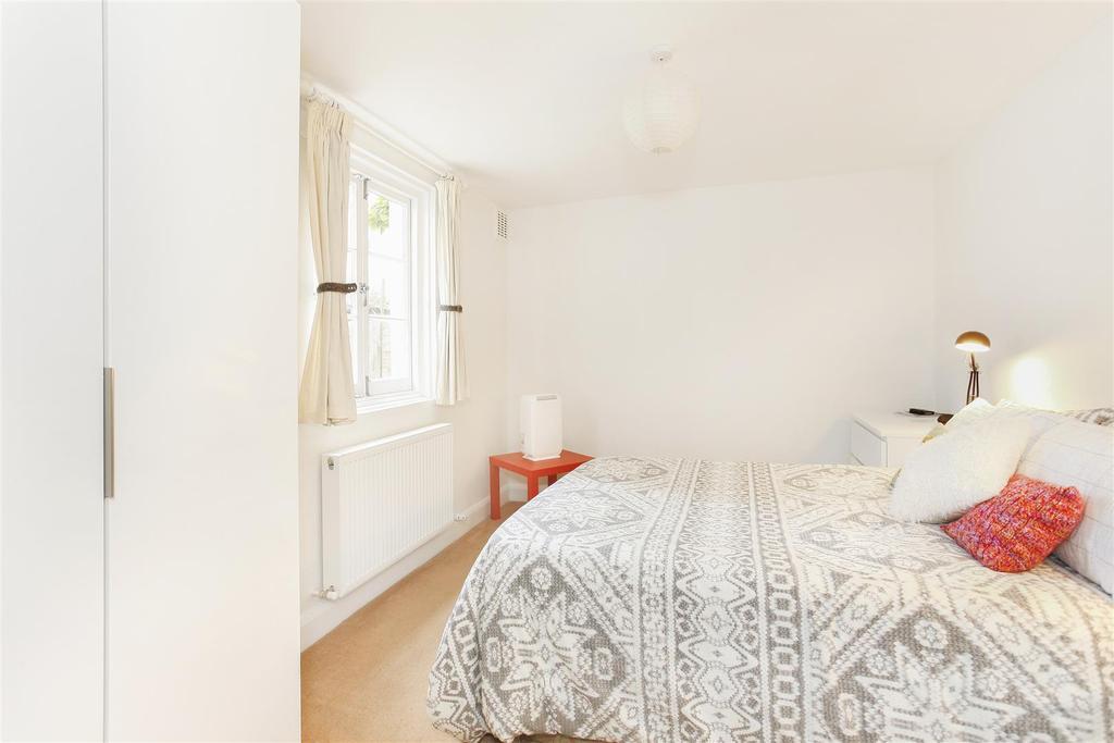 Lettings Brackenbury Agate Road  Bedroom 1 Edit (2