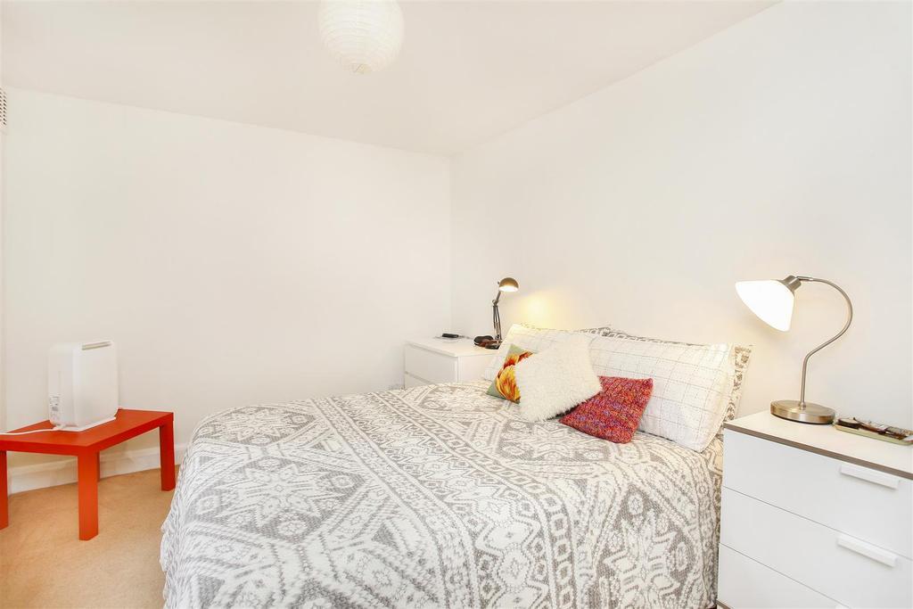 Lettings Brackenbury Agate Road   Bedroom 1 Edit.j
