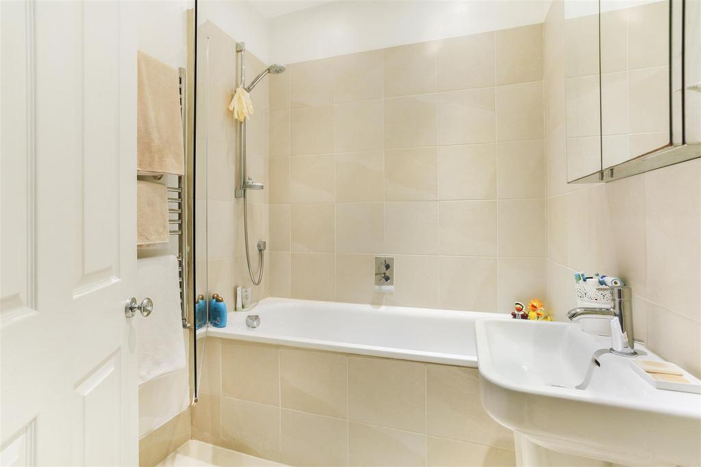 Lettings Brackenbury Agate Road   Bathroom Edit (2