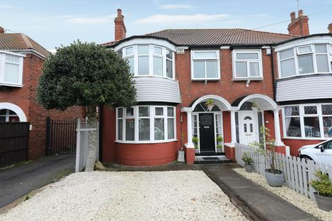 3 bedroom semi-detached house for sale - Burniston Road, Hull