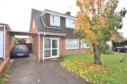 3 bedroom semi-detached house - Burnham Avenue, King's Lynn, PE30