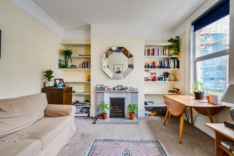 2 bedroom flat for sale - Ferndale Road, London
