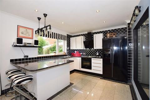 4 bedroom detached house for sale - Cobtree Road, Coxheath, Maidstone, Kent