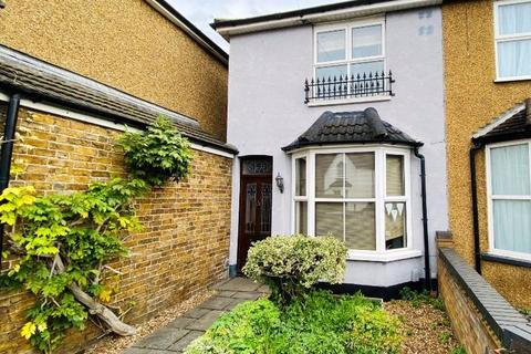 2 bedroom semi-detached house for sale - Laleham Road, Staines-upon-Thames, Surrey, TW18