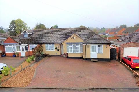 4 bedroom bungalow for sale - Manor Road, Caddington, Luton, Bedfordshire, LU1
