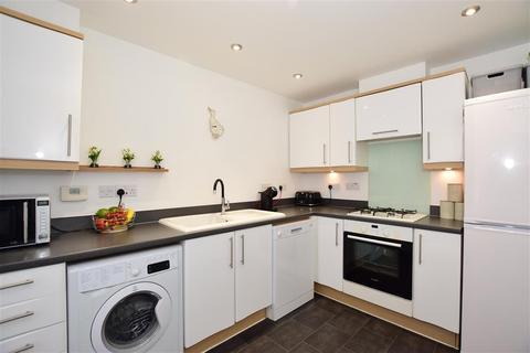 3 bedroom semi-detached house - Freeman Drive, Sittingbourne, Kent