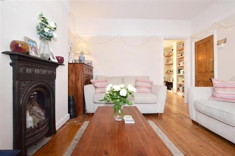 3 bedroom terraced house - Chipstead Valley Road, Coulsdon, Surrey
