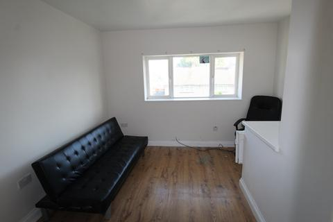 Studio to rent - Brockham Crescent, New Addington, CR0