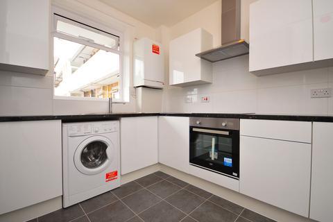 3 bedroom flat to rent - Rogers Estate, Globe Road, London, E2
