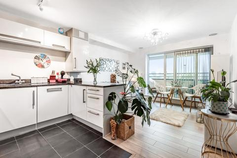 1 bedroom flat - Meadowview Road, Raynes Park