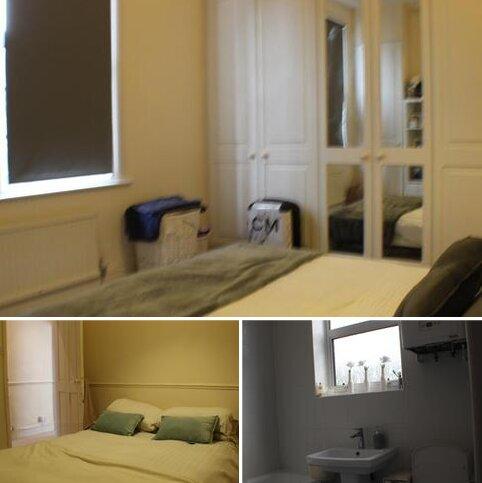 3 bedroom flat to rent - Rawson  Road , Battersea, London SW11