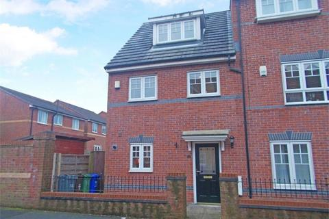 3 bedroom townhouse to rent - Lowbrook Avenue, Moston