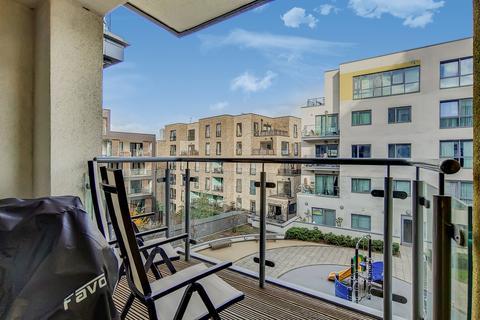 2 bedroom apartment - Diprose Court, Bow, E3