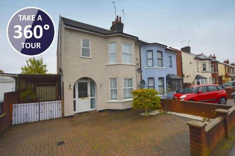 3 bedroom semi-detached house for sale - Luton Road, Dunstable, Bedfordshire, LU5 4LF