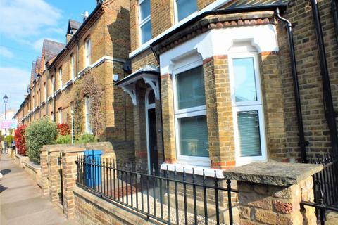 Studio to rent - Grove Road, Windsor