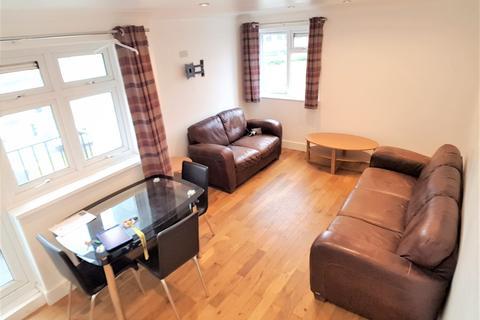 3 bedroom flat to rent - St Ledger Crescent, St Thomas, Swansea