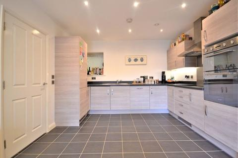 2 bedroom ground floor flat for sale - Two bedroom, Two Bathroom Garden Flat with Parking, Arundel House, Thornbury Way, Walthamstow E17
