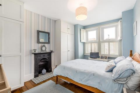 3 bedroom end of terrace house - Dassett Road, London