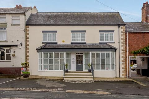 3 bedroom house for sale - Farndon, Cheshire