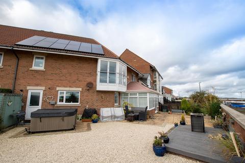 4 bedroom terraced house for sale - Craven Court, North Haven, Sunderland