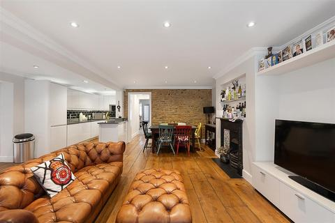 2 bedroom flat for sale - Leathwaite Road, SW11