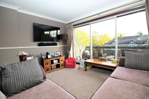 2 bedroom flat to rent - Narboro Court, Manor Road, Romford, RM1