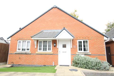 2 bedroom detached bungalow to rent - Rugeley, Staffordshire, WS15