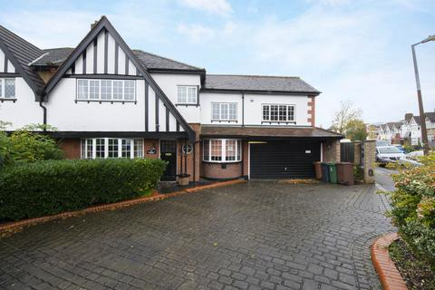 5 bedroom semi-detached house to rent - Beresford road , Chingford, London E4