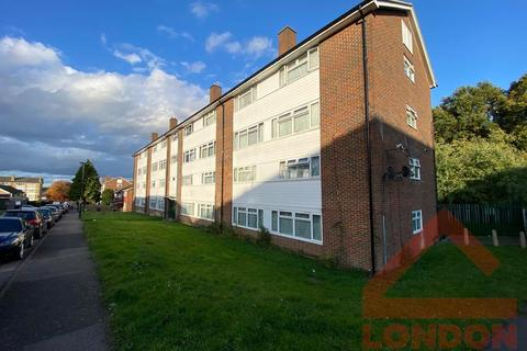 1 bedroom flat share to rent - Border Gardens , CR0