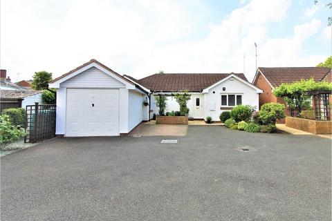 3 bedroom detached bungalow for sale - OFF PRESTBURY ROAD, GL52