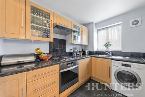 2 bedroom flat for sale - Bream Close, London, N17