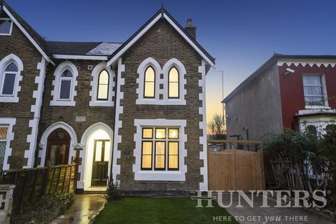 3 bedroom semi-detached house for sale - Summerhill Road, London, N15