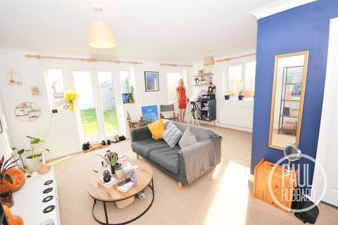 2 bedroom detached bungalow for sale - Flora Road, Pakefield