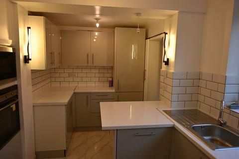 4 bedroom semi-detached house to rent - Southmead Avenue, Blakelaw