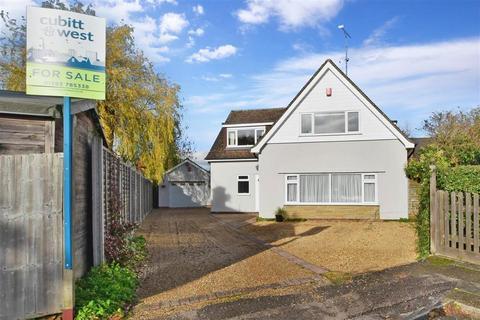 3 bedroom detached house for sale - Malcolm Gardens, Hookwood, Horley, Surrey