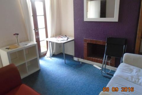 3 bedroom house - Robert Street, Cathays, Cardiff