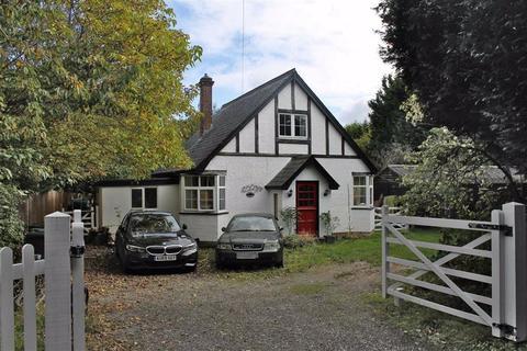 3 bedroom cottage for sale - Priestwood Road, Harvel