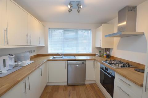 2 bedroom flat - St. Stephens Road, Hounslow