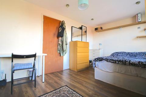 3 bedroom flat to rent - Mile End Road, London